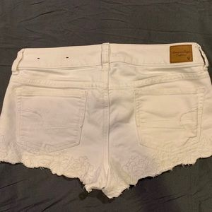 American Eagle white scalloped denim shorts